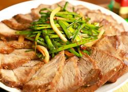 一直都吃煎牛肉,今儿换个口味:煎猪肉,香而不腻