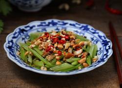腰果炝芹菜