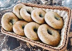 蒸黑芝麻贝果面包