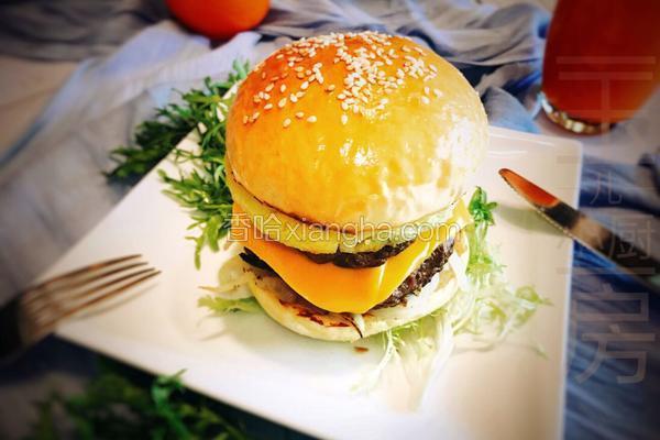 菠萝牛肉汉堡