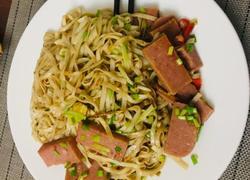 葱香午餐肉炒面