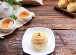莲蓉肉松蛋黄酥
