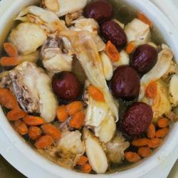 红枣花胶炖鸡汤的做法[图]