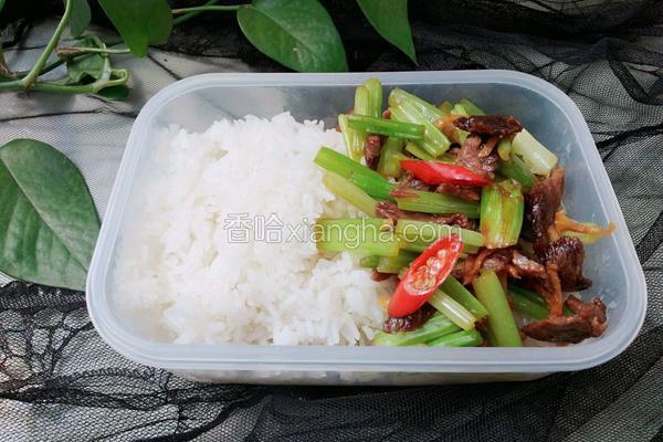 芹菜炒肉便当