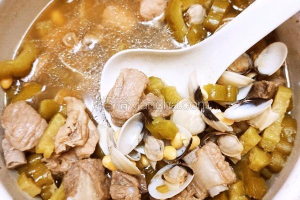 砂锅白贝苦瓜排骨汤