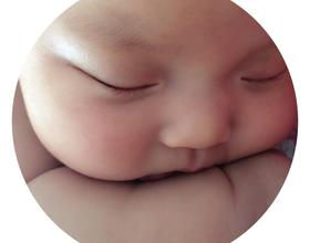 谢谢大家的建议,没及时感谢,母乳够宝宝吃了,小姑娘两个月了[图]