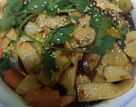今天的晚饭,麻辣香锅和韭菜饺子。自己动手,丰衣足食[图]