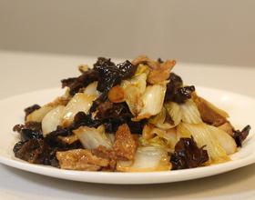 白菜猪肉炒木耳